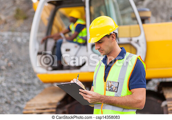 construction manager writing report - csp14358083