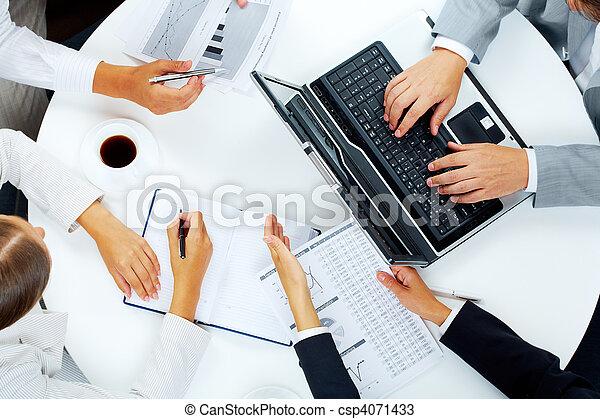 consulente - csp4071433