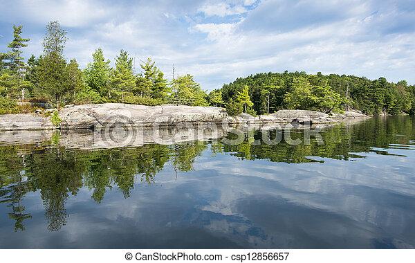 contorno costa, reflexão, norte, lago - csp12856657