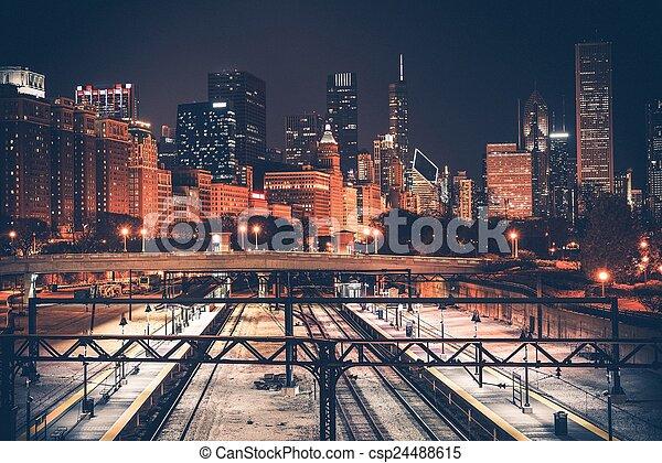 El horizonte de Chicago y el ferrocarril - csp24488615