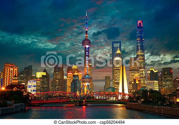 El horizonte de Shanghai al atardecer - csp56204494