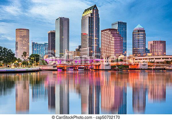 El horizonte de la bahía Tampa - csp50702170