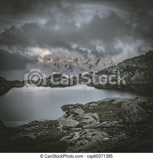 Lago Nerón en Trentino Alto Adige - csp60371385