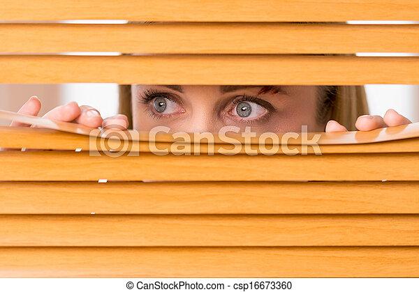 contusion, femme, dehors, yeux, haut, blinds., femme, fin, figure, regarder - csp16673360