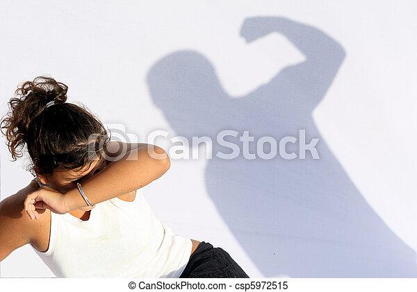 Violencia doméstica, abuso de púas - csp5972515