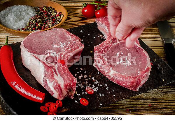 cooking., 古い, 肉, 牛肉, スペース, 木製である, 塩のコショウ, text., steak., 手, ステーキ, 未加工, 大理石模様にされた, バックグラウンド。, ハーブ, 準備ができた, 目, ステーキ, あばら骨, ニンニク - csp64705595