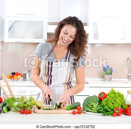 cooking., mulher, salada, saudável, -, jovem, alimento, vegetal - csp13132752
