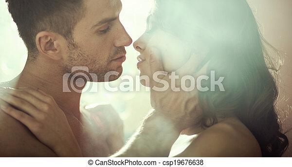 coppia romantica, giovane, sera, durante - csp19676638