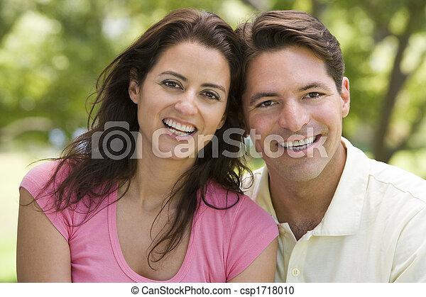 coppia, sorridente, fuori - csp1718010