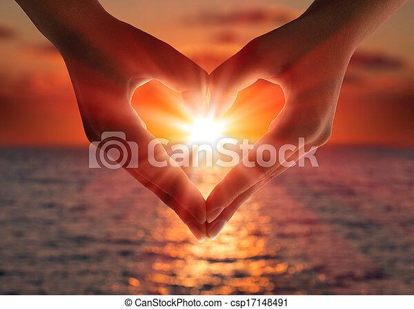 coração, pôr do sol, mãos - csp17148491
