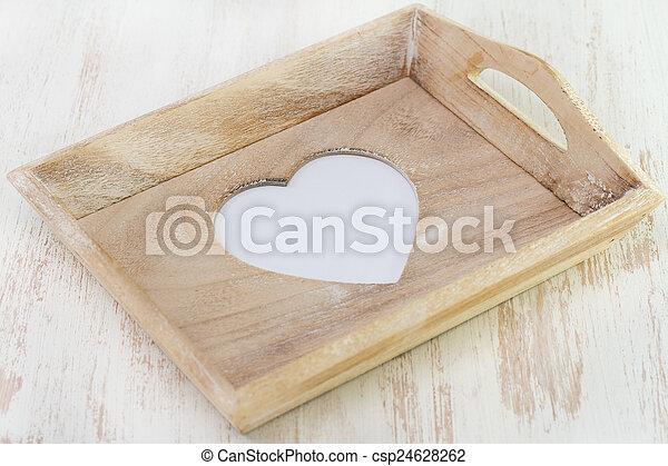 Tray con corazón sobre fondo blanco - csp24628262