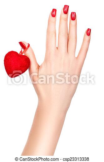 Corazón en una mano femenina. - csp23313338