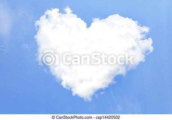 Corazón de amor de las nubes - csp14420502