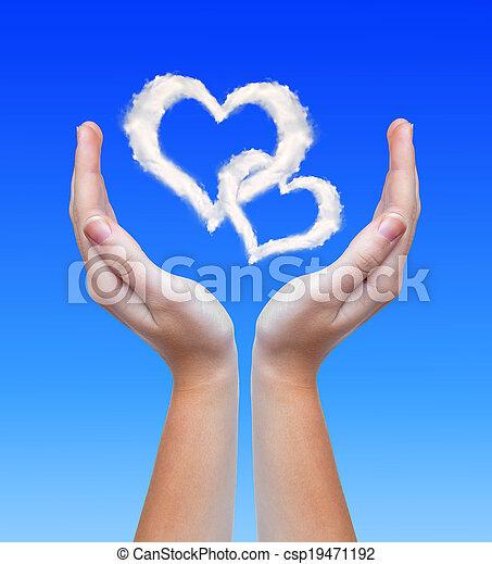 Corazón de nubes - csp19471192