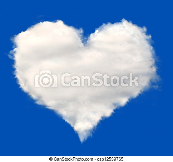 Corazón de nubes - csp12539765