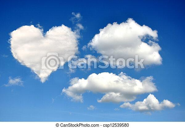 Corazón de nubes - csp12539580