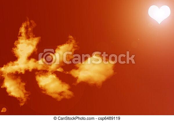 Rosa de nubes, el sol en forma de corazón - csp6489119