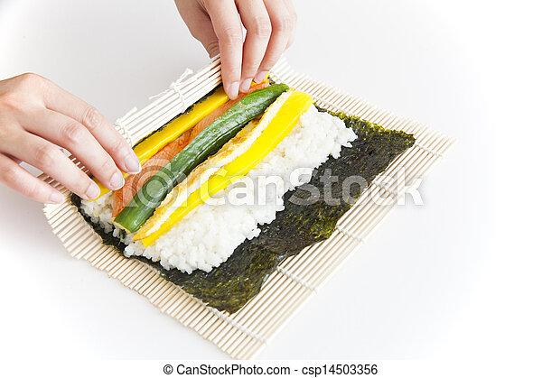 Preparando sushi coreano - csp14503356