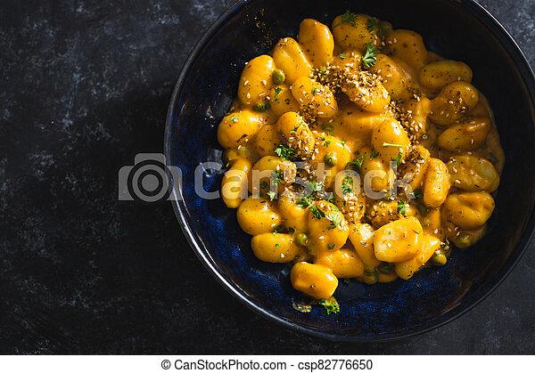 coriandre, graines citrouille, sésame, vegan, gnocchi, nourriture, plant-based - csp82776650