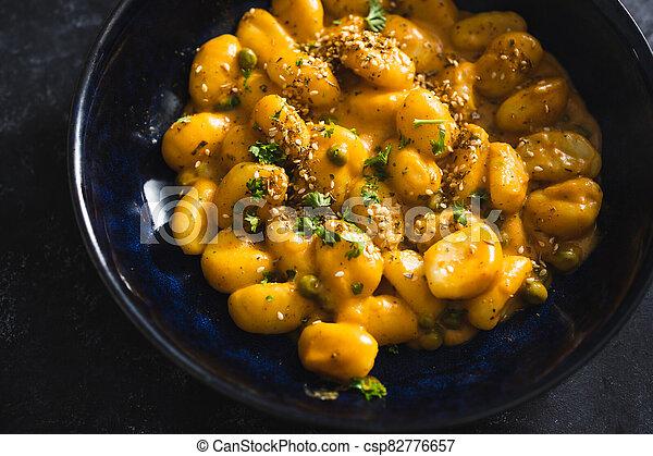 coriandre, graines citrouille, sésame, vegan, gnocchi, nourriture, plant-based - csp82776657