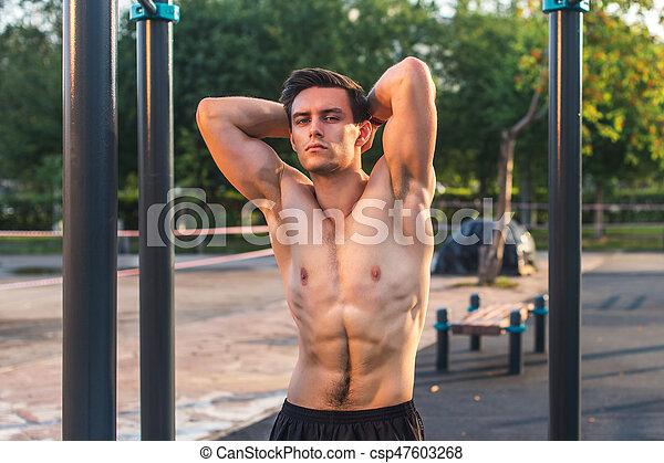 corpo, suo, fitnes, esposizione, muscolare, strada, proposta, idoneità, stazione, uomo - csp47603268