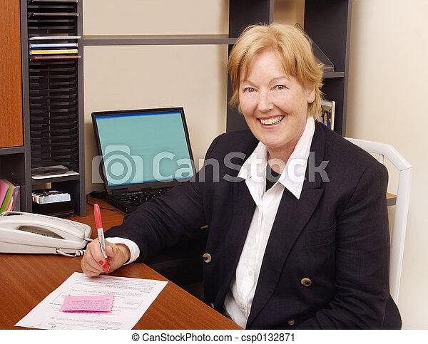corporación mercantil de mujer, feliz - csp0132871