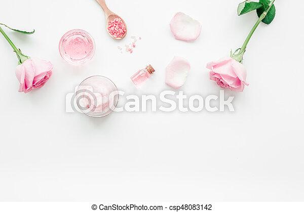 Corps ensemble fleur rose sommet cosmétique maquette fond