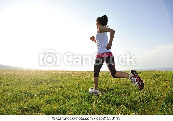 corredor, atleta, pasto o césped, corriente - csp21588113