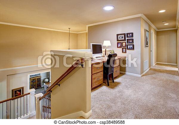 Piccolo Ufficio In Casa : Corridoio ufficio pavimento piccolo casa moquette foto