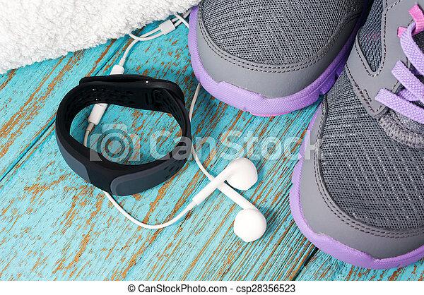 Monitor cardíaco con zapatos de correr - csp28356523