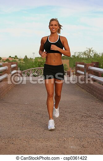 Mujer corriendo - csp0361422