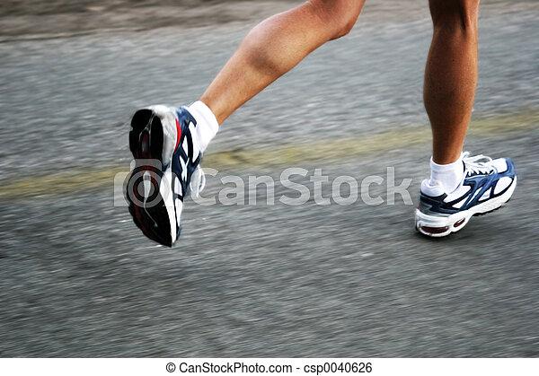 Mujer corriendo - csp0040626