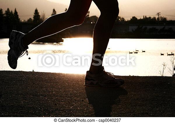 Mujer corriendo - csp0040237