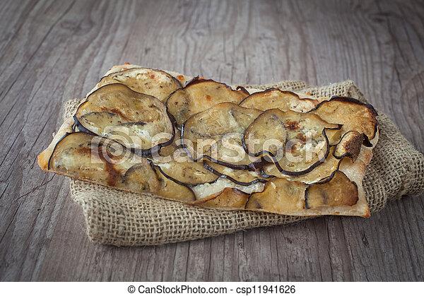 Pizza cortada con berenjenas - csp11941626