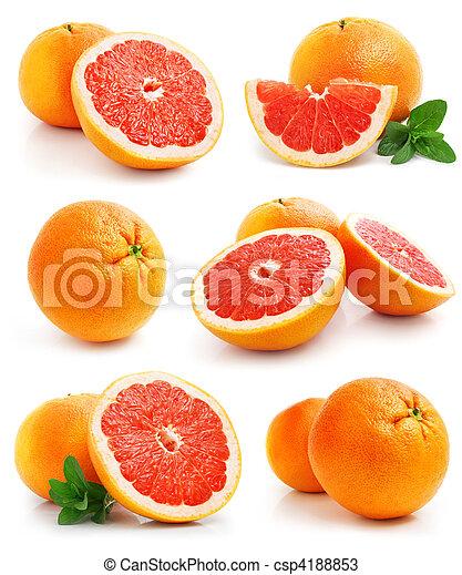 Fruta de pomelo con hojas verdes - csp4188853