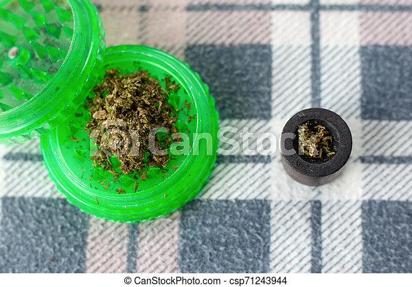 corte, moedor, marijuana, moer, cannabis, verde, fresco - csp71243944