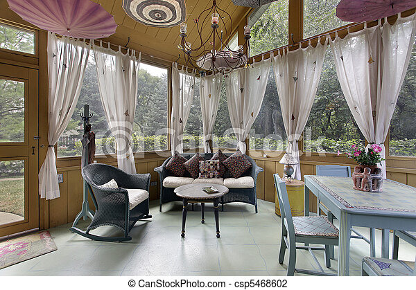 Porche con cortinas blancas - csp5468602