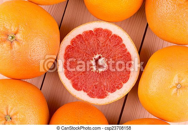 Recién cosechado pomelo - csp23708158