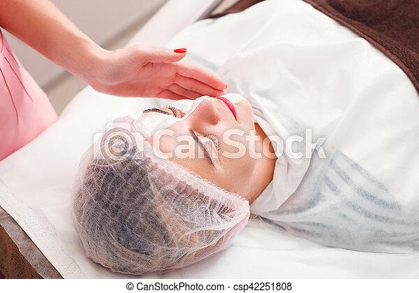 Cosmetic procedure in spa salon. - csp42251808