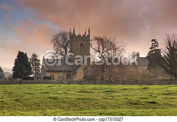 Iglesia Cotswold al atardecer - csp17315327