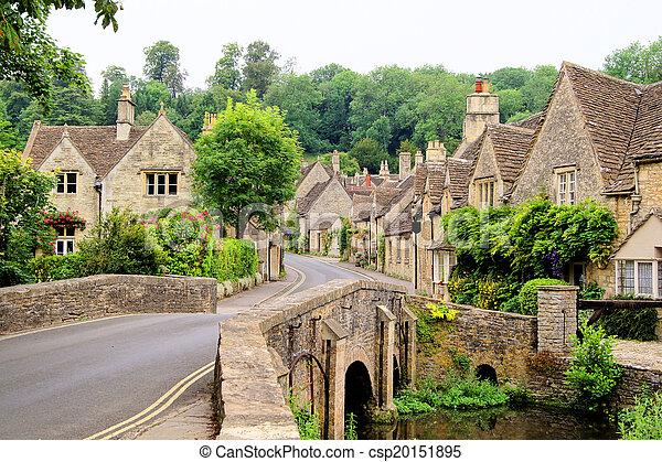 Aldea en los Cotswolds ingleses - csp20151895