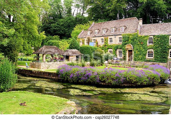 Jardín en los Cotswolds, Inglaterra - csp26027748