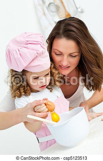 cottura, figlia, mentre, madre, uova, rottura - csp5123513