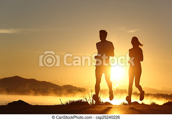 coucher soleil, couple, silhouette, courant - csp25240226
