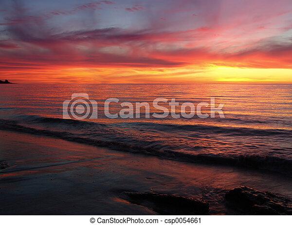 coucher soleil, vagues - csp0054661