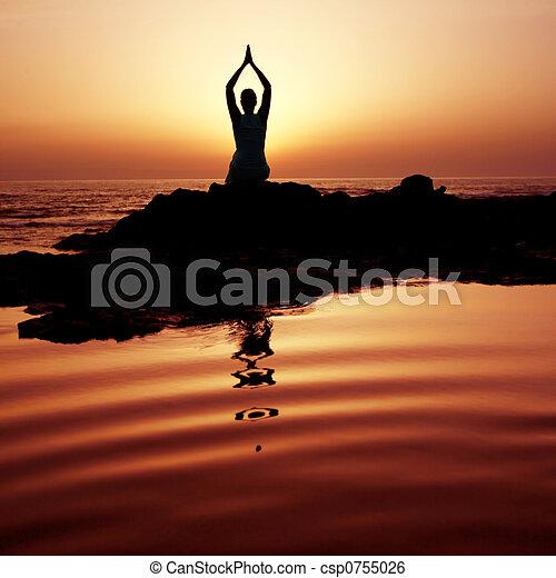 coucher soleil, yoga - csp0755026