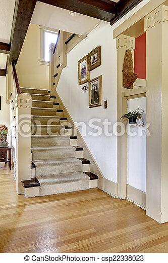 couloir am ricain vieux escalier maison couloir photo de stock rechercher images et. Black Bedroom Furniture Sets. Home Design Ideas