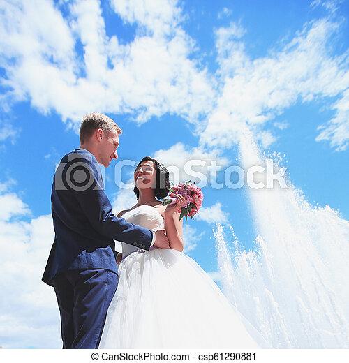 couple, aimer, jour ensoleillé, mariage - csp61290881