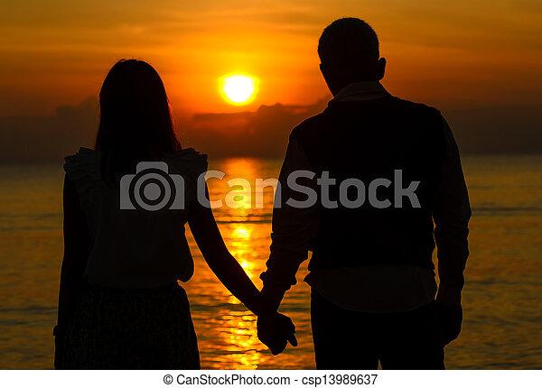 couple, amant, levers de soleil, tenant main - csp13989637
