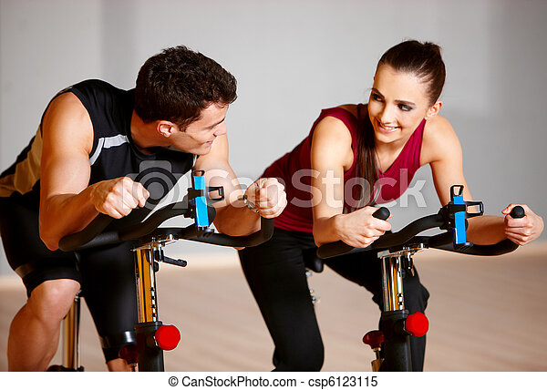 Couple at the gym - csp6123115